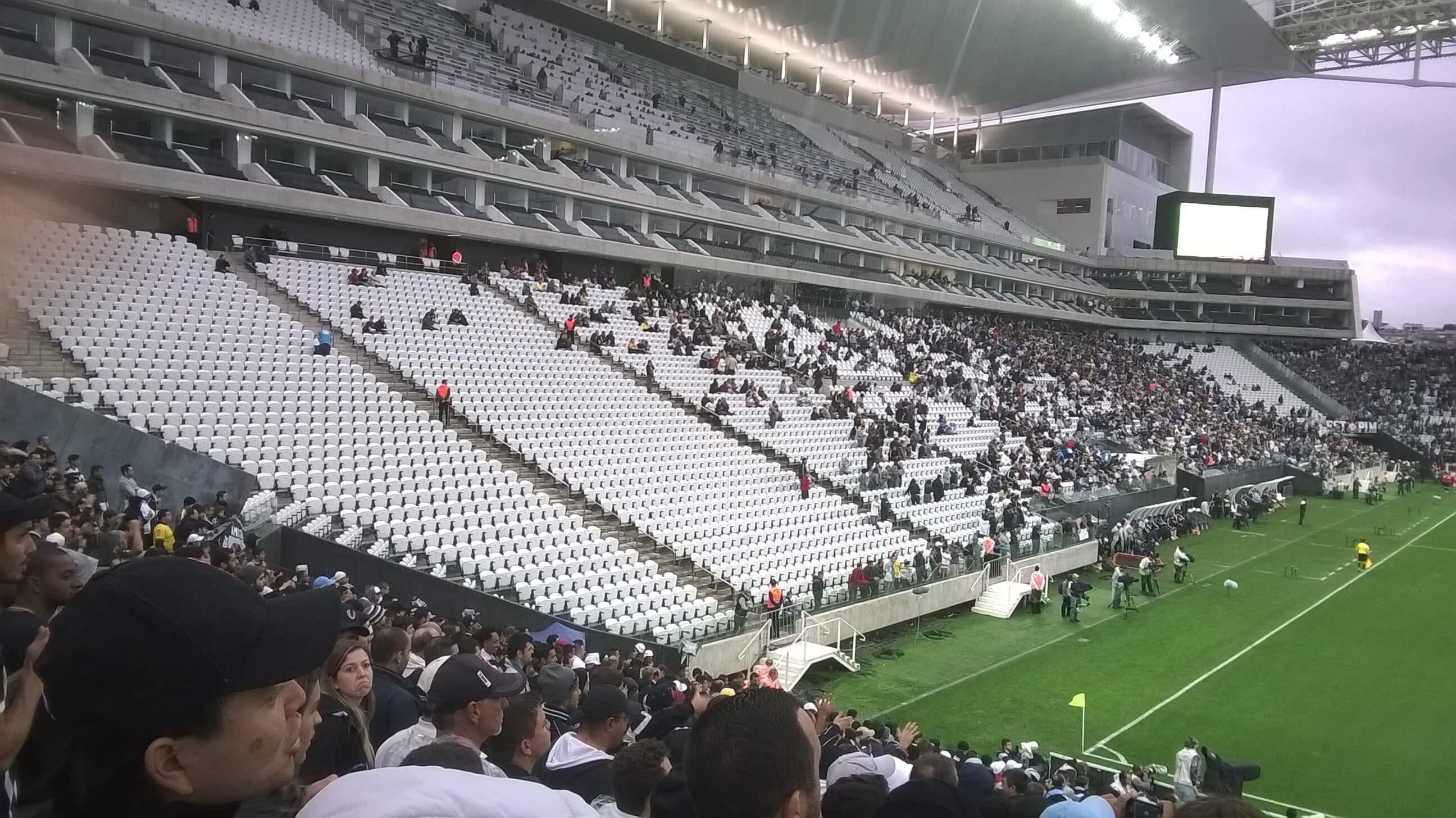 6b9a337ee899a Timão vê público e renda caírem jogo a jogo na Arena após a Libertadores