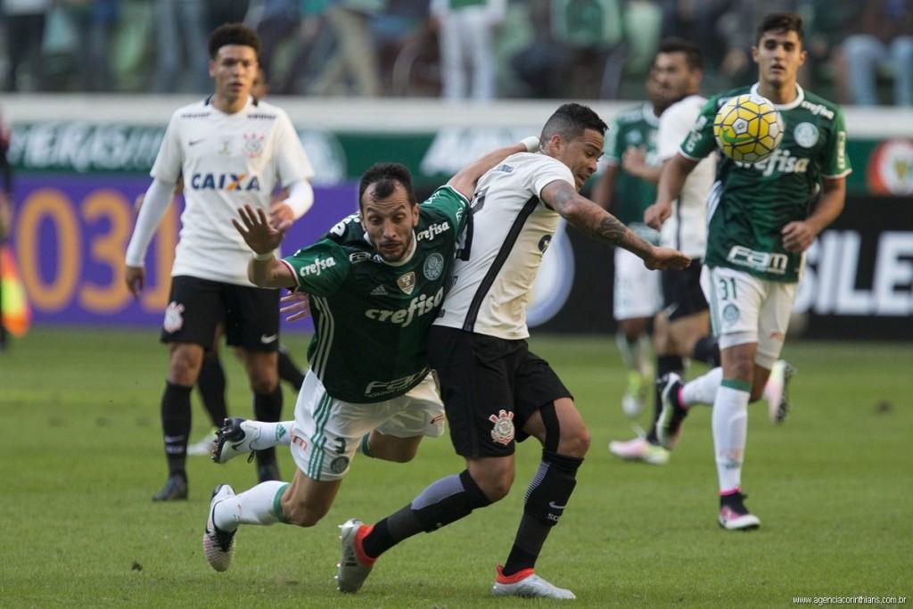 Palmeiras derrota o Corinthians em Itaquera e larga na frente na ... 70e2df2791631