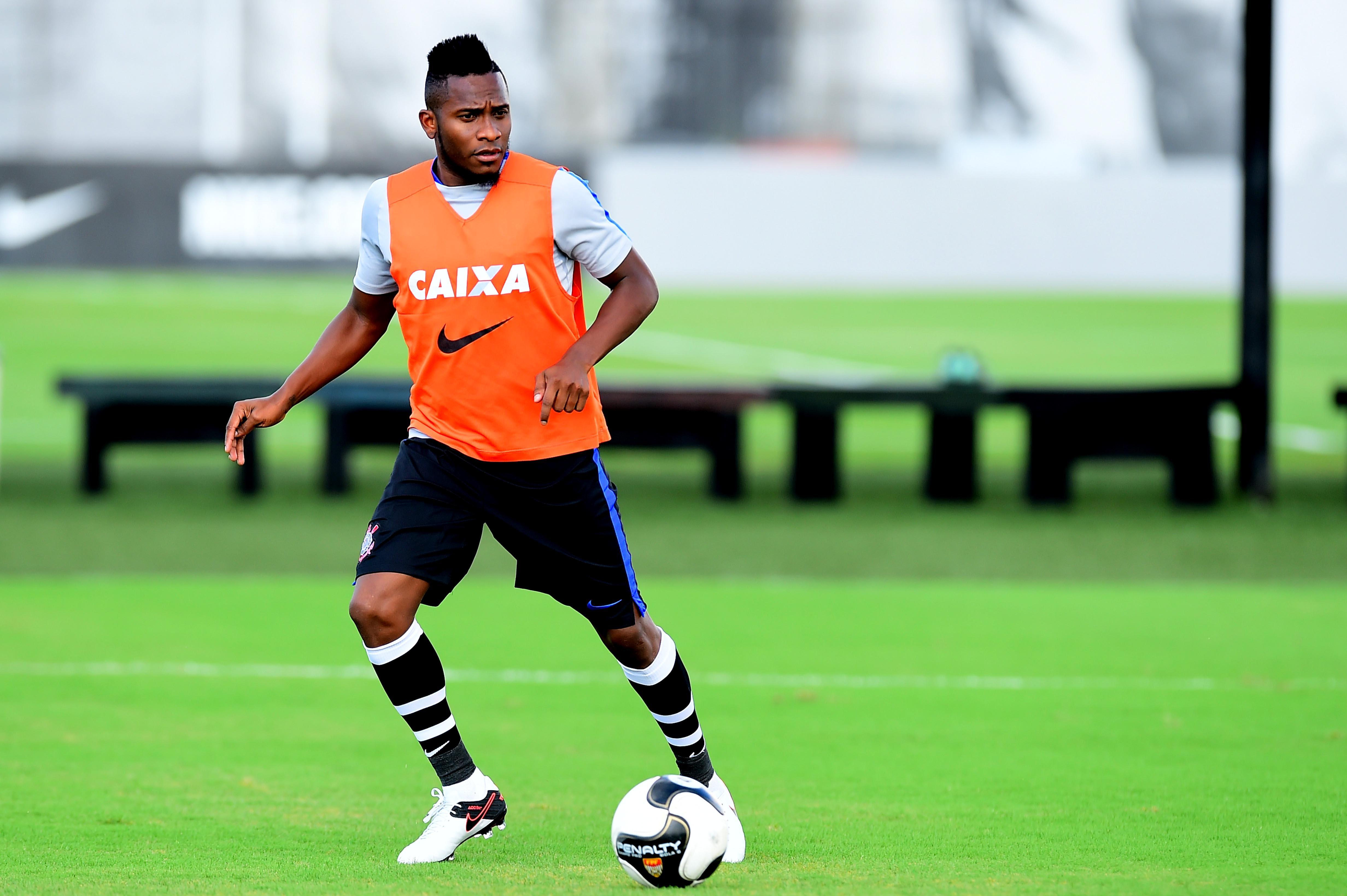0b3afc24a8 Comportamento desagrada e Willians perde espaço no Corinthians