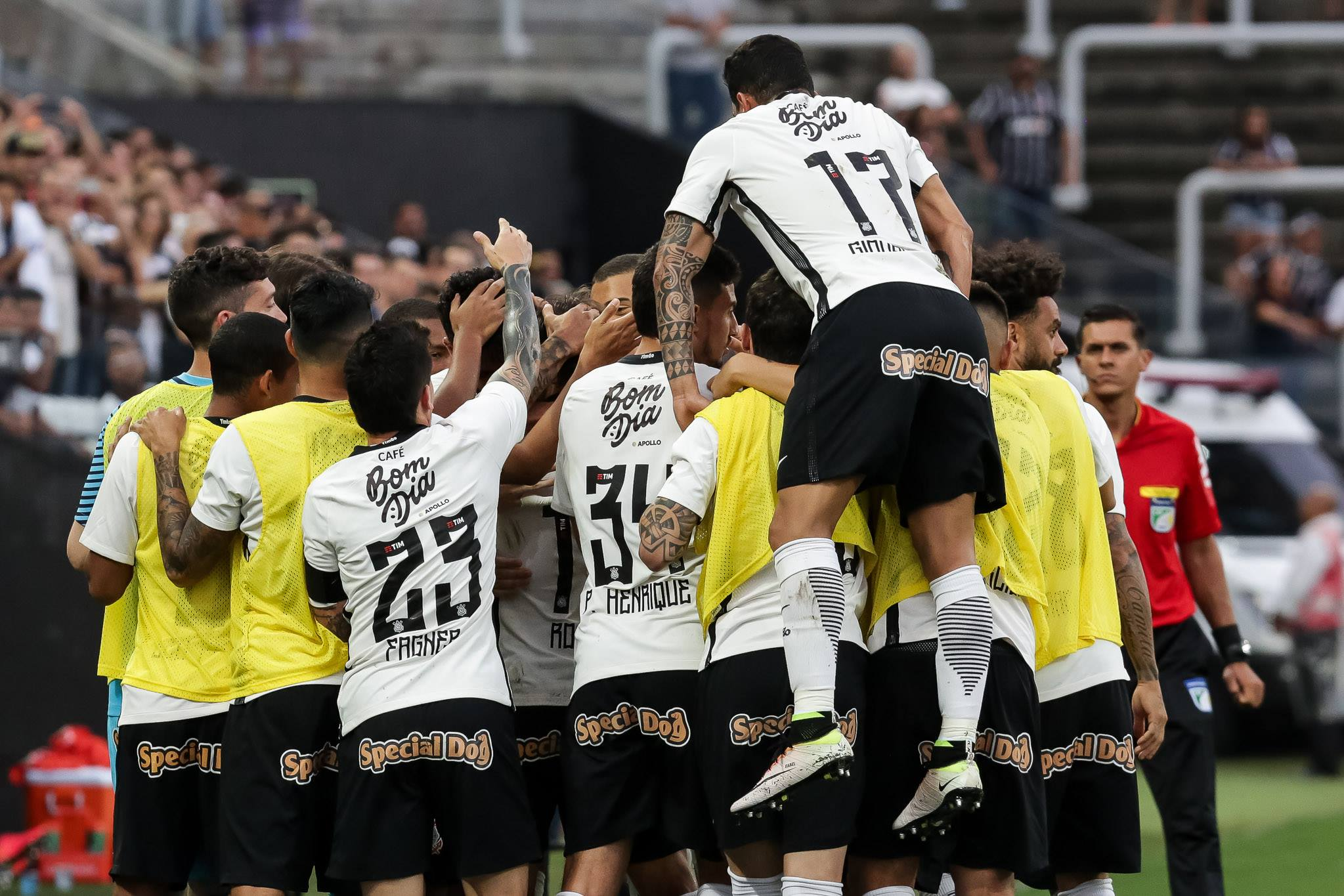 Corinthians 2 x 0 América-MG