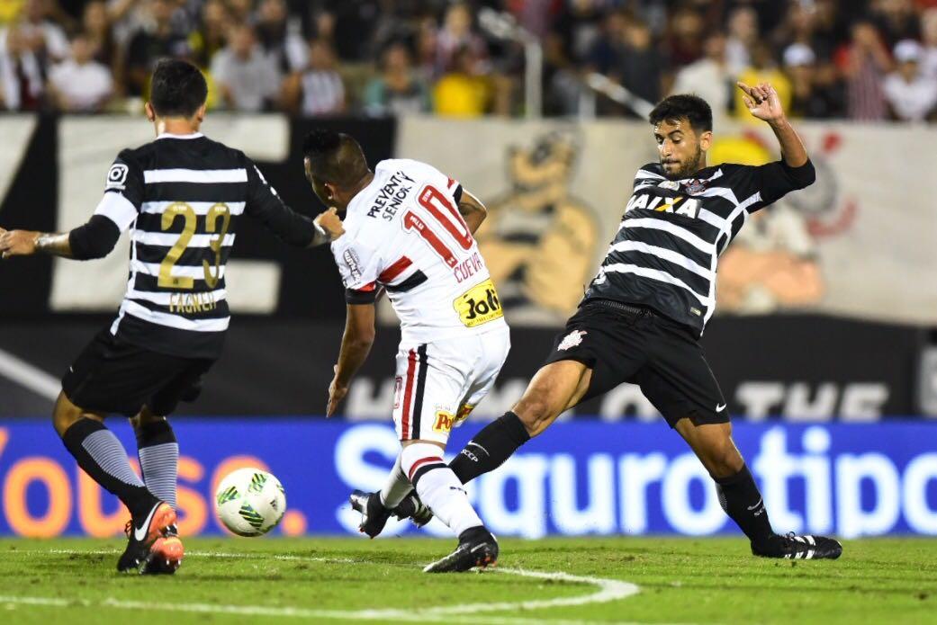 Em clássico com expulsões no 1º tempo, Corinthians perde nos pênaltis