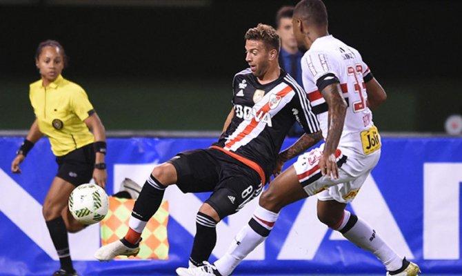 São Paulo vence River Plate nos pênaltis e encara o Timão na final