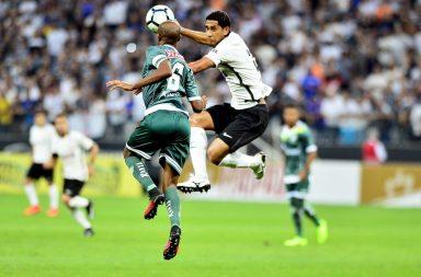 Corinthians só empata, mas confirma classificação diante do Luverdense