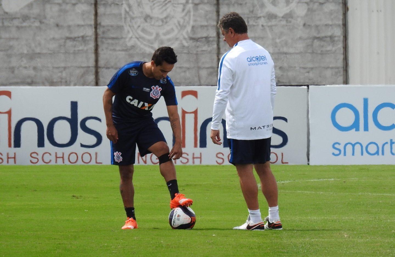 Exames não apontam lesão, mas inflamação pode deixar Jadson fora diante do Inter