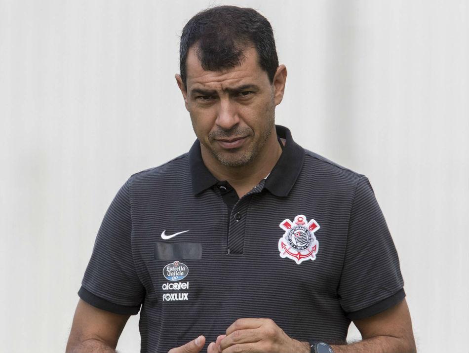 Corinthians acerta salários com lateral e quer mais 'dois ou três' reforços