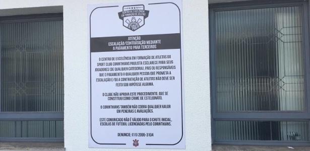 Placa no Parque São Jorge faz alerta contra pagamento de propina