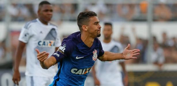 Léo Santos comemora gol marcado diante da Ponte em Campinas