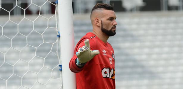 Weverton diz que novo treinador foi importante para empate com Corinthians