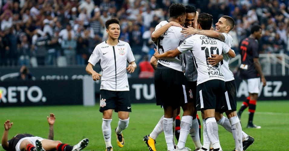 Corinthians tem defesa vazada após 7 jogos e empata com Atlético-PR em casa