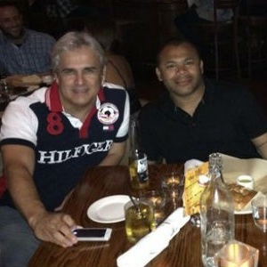 Niki Apaza (á esquerda) fez denúncia contra Barrozo (à direita)