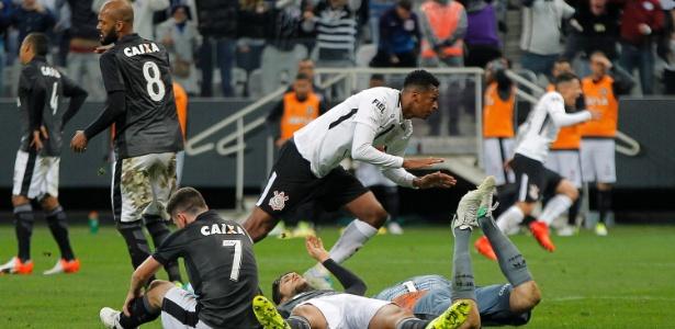 Jô marcou após jogada de Pedrinho contra o Botafogo