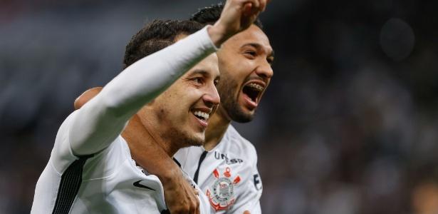 Corinthians tem oito de vantagem sobre o Grêmio, mesmo com um jogo a menos