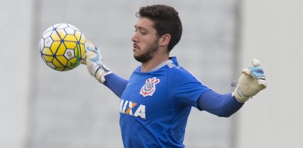 Caique ficará afastado dos treinos com bola no Corinthians