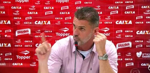 Vagner Mancini discutiu com um repórter após jogo contra o Corinthians