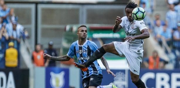 Paulo Roberto atuou contra o Grêmio e deu a assistência para gol de Jadson
