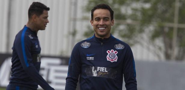 Jadson marcou um dos gols do confronto com o time sub-20 do Corinthians
