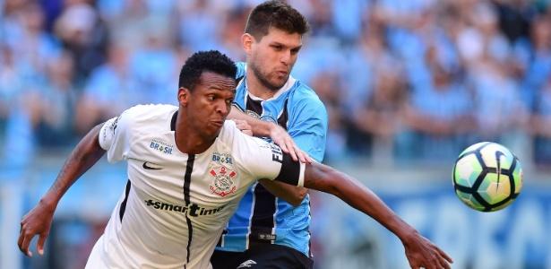 Jô contra o Grêmio: vantagem corintiana é de oito pontos, com um jogo a menos