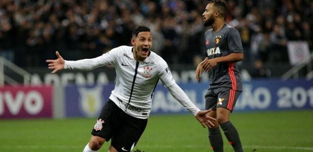 Arna foi às redes na última partida do Corinthians, contra o Sport, em Itaquera