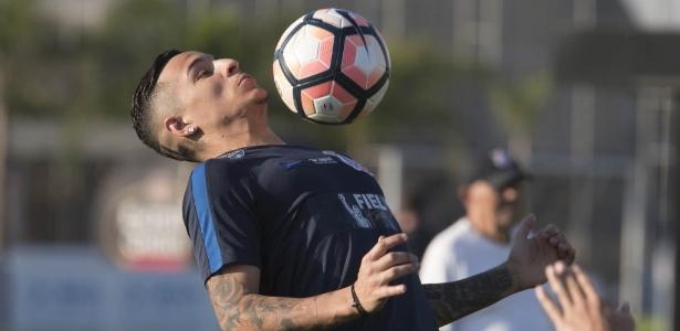 Arana em ação durante jogo do Corinthians; lateral não joga contra a Chapecoense