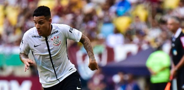 Arana em ação contra o Fluminense: lateral tem chance de voltar diante do Santos