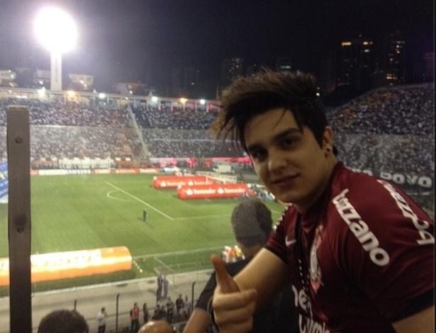Luan Santana foi ao Pacaembu ver o título do Corinthians na Libertadores