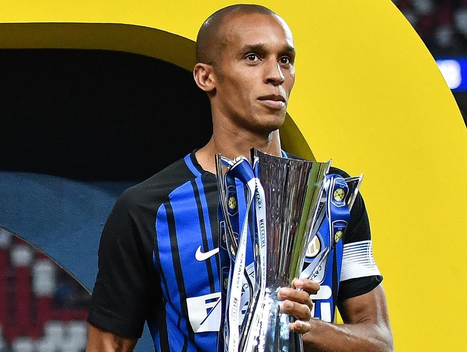 Com ex-Corinthians, jornal lista cinco nomes que podem substituir Miranda na Inter de Milão
