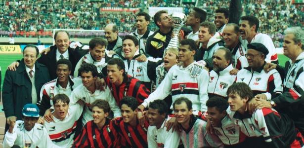 Time do São Paulo campeão mundial de 1993 posa para foto