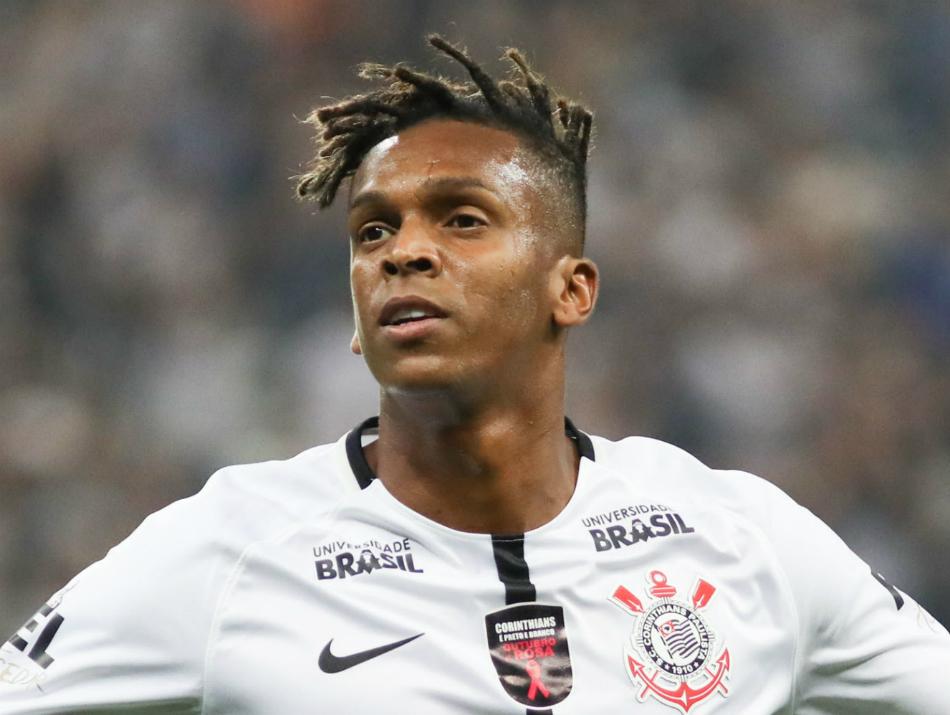 Jô faz com novo visual, Corinthians é salvo por herói improvável e joga 'bomba' para o Santos
