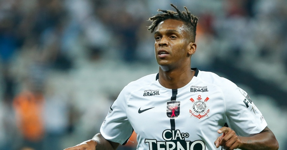 Corinthians sofre, mas Clayson decide e garante 3 a 1 contra o Coritiba