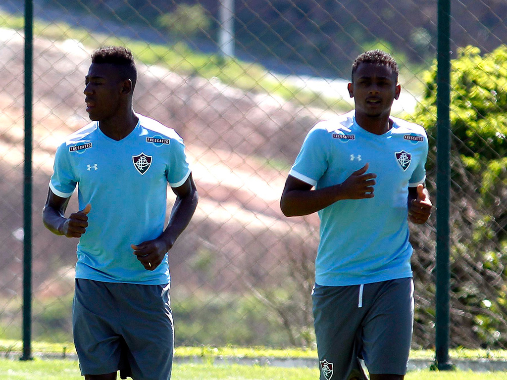 Jogador do Fluminense quer jogar água no chope do Corinthians