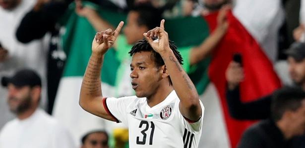 Romarinho comemora o gol da vitória sobre o Auckland na estreia do Mundial