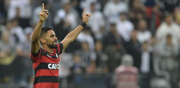 Tréllez, do Vitória, foi acusado de ato de racismo por Renê Júnior, do Bahia