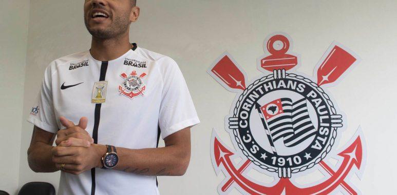 Atacante de 33 anos assinou contrato com o Timão nesta sexta-feira (20)