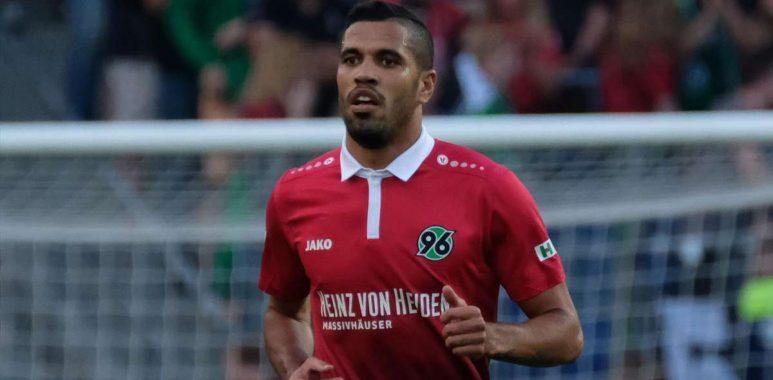 Corinthians mira contratação de atacante do Hannover 3311df61d0f41