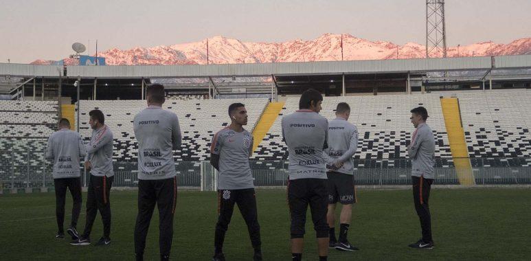 Jogadores do Corinthians - Estádio Colo-Colo
