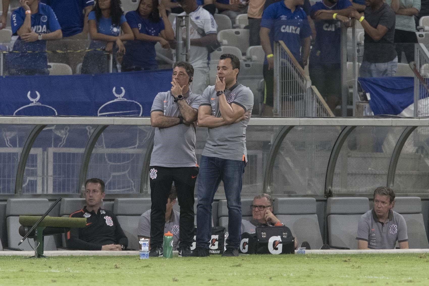 Jair Ventura e Auxiliar - Cruzeiro x Corinthians