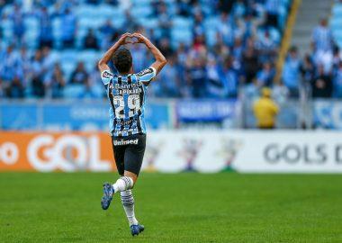 066349a61c Grêmio faz  engenharia financeira  para ter jogador do Corinthians em  definitivo