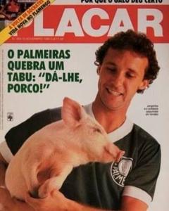 Capa da Placar com Jorginho Putinatti segurando um porco