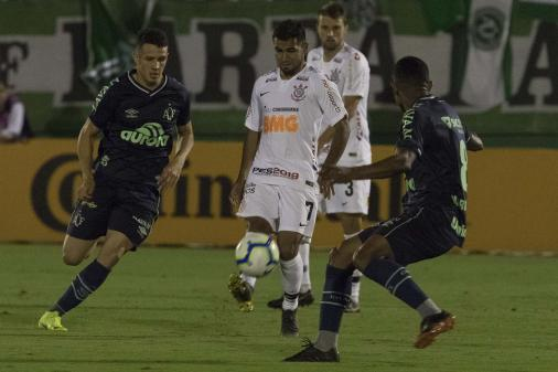 Corinthians x Chapecoense: prováveis times, desfalques e onde acompanhar