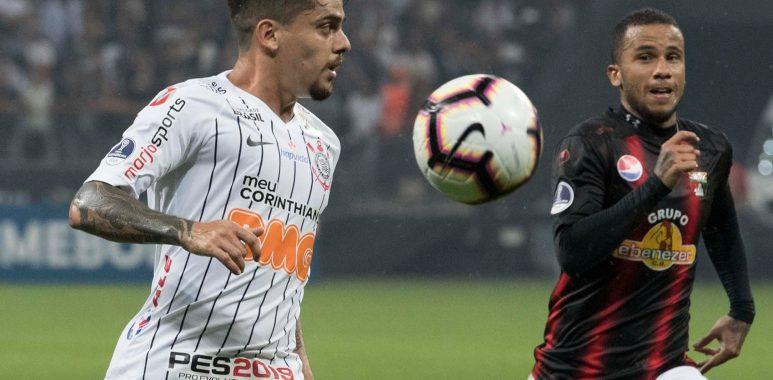 Fagner - Corinthians x Deportivo Lara