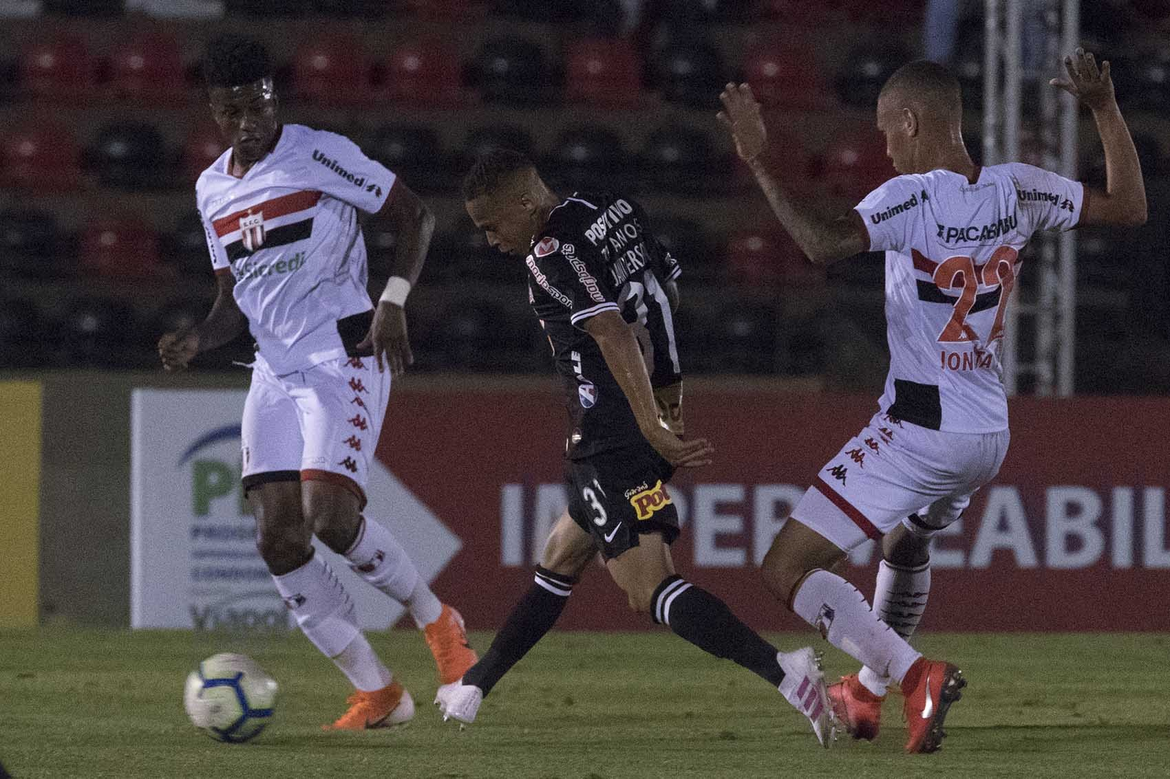 Botafogo-SP x Corinthians