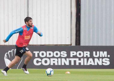 Bruno Mendez durante treino do Corinthians