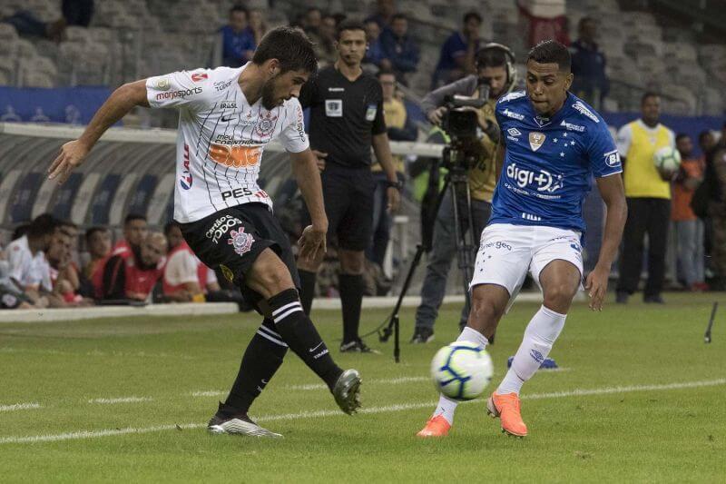 Bruno Mendez estreia pelo Corinthians diante do Cruzeiro
