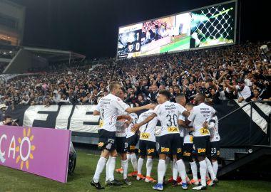 Jogadores do Corinthians comemoram gol na Arena