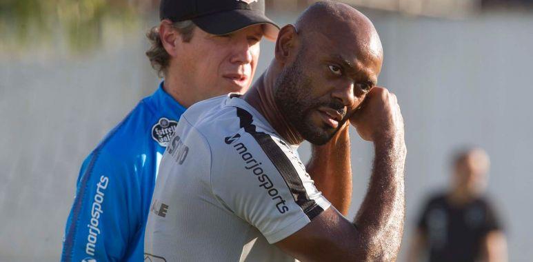 Vagner Love durante treino do Corinthians