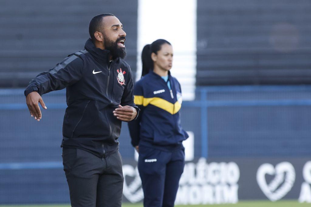 Coelho - Treinador Sub-20 do Corinthians