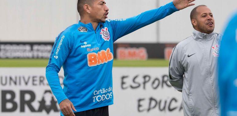 Ralf durante treino do Corinthians