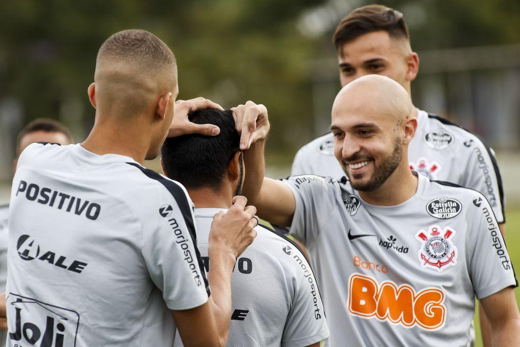 Regis durante treino do Corinthians