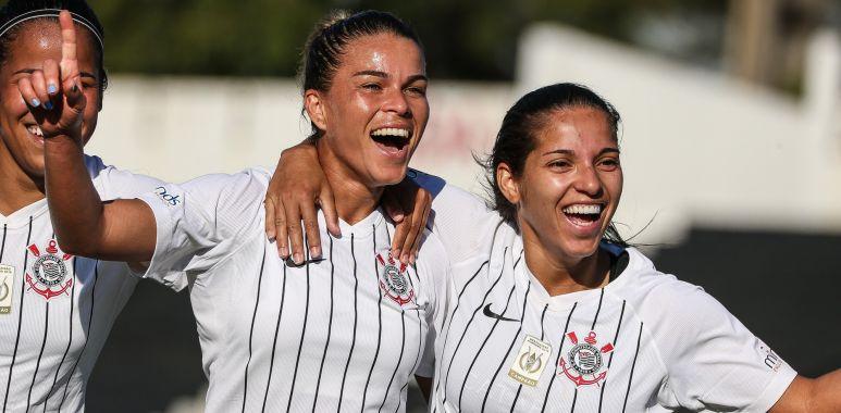 Tamires comemora gol pelo Corinthians
