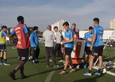 Jogadores do Corinthians durante treino